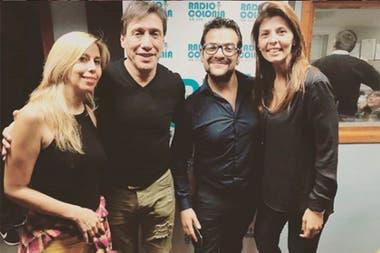 Fabián Gianola y Viviana Aguirre junto a sus compañeros de Radio Colonia