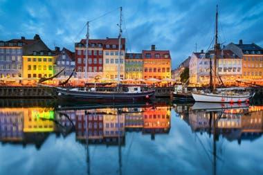 Copenhague. Zona portuaria de noche.