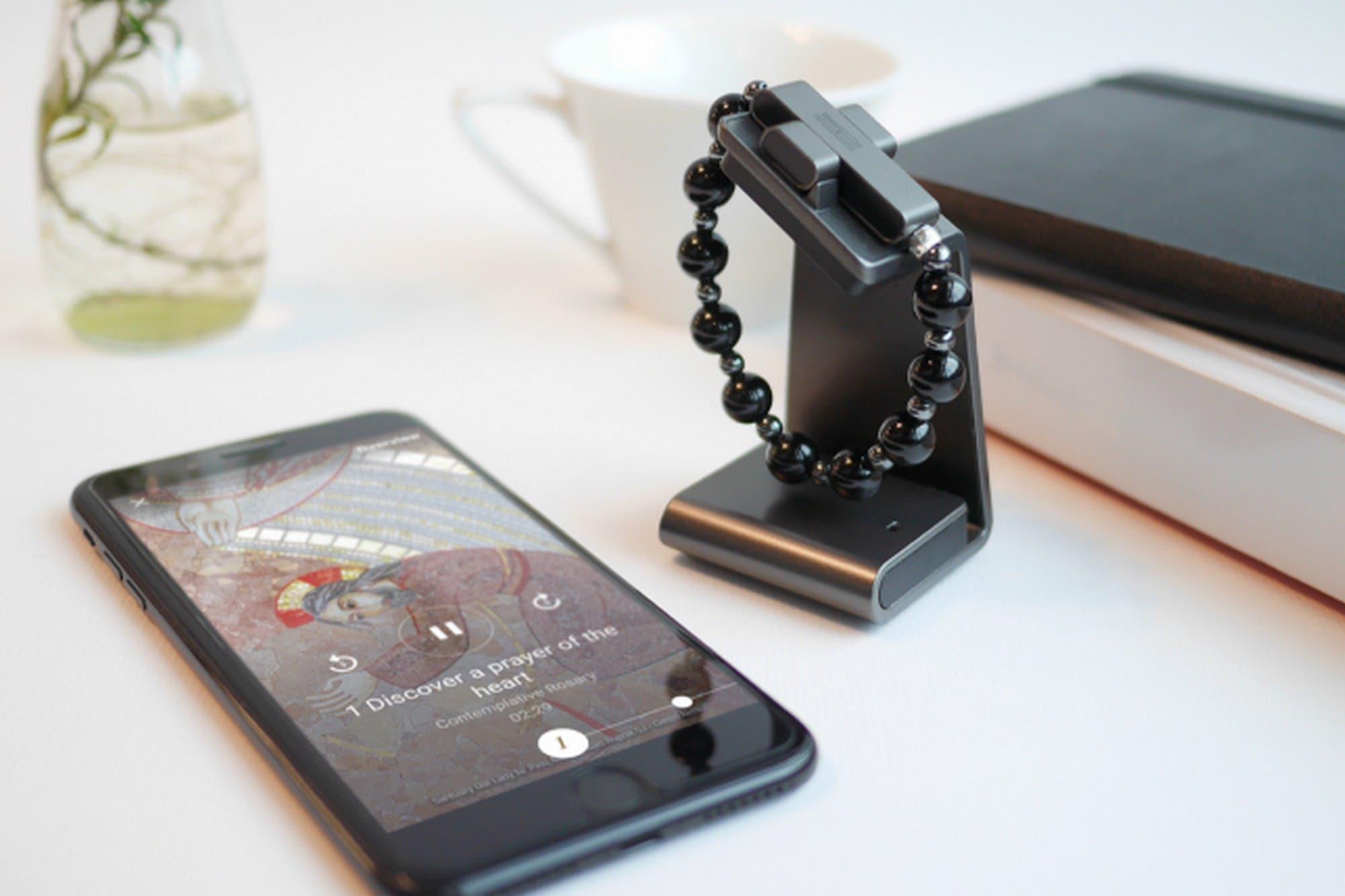 Click To Pray eRosary: el Vaticano presentó un rosario inteligente que funciona con un celular