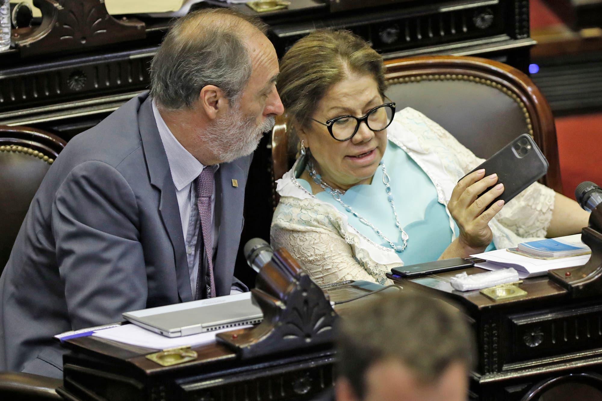 La oposición se muestra dispuesta de apoyar al proyecto del Gobierno sobre deuda