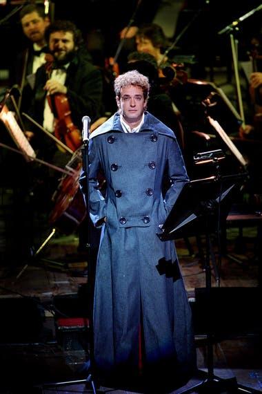 En el Teatro Colón, para interpretar los 11 episodios sinfónicos que había estrenado en el Teatro Avenida