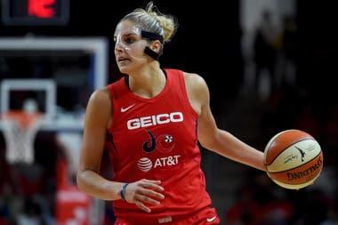 Elena Delle Donne, la MVP de la WNBA, es presionada por la organización para jugar a pesar de sufrir la enfermedad de Lyme y se una paciente de riesgo
