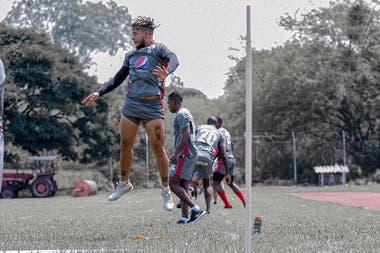 El plantel de América de Cali entrenándose en grupos reducidos de cara a la reanudación de la Copa Libertadores y del torneo colombiano, que aún no tiene fecha definida.