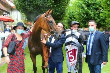 Best Win le dio a Tony Parker su primer éxito como propietario de caballos de carrera; su socia Victoria es la mujer del preparador, Ludovic Gadbin