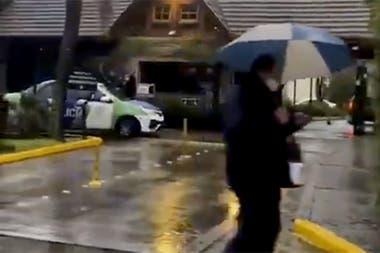 Massa enfrentó manifestaciones frente al barrio cerrado donde vive