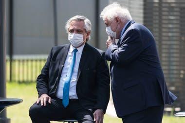 El ministro de Salud Ginés González García junto al presidente Alberto Fernández