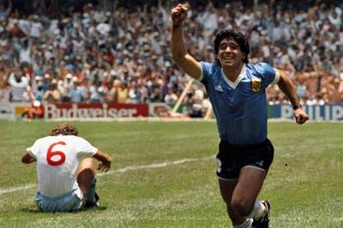 Diego Maradona festeja su segundo gol frente a Inglaterra, en México 86, foto de Dani Yako