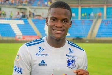 Felipe Román no jugará finalmente en Boca. El pase del futbolista colombiano colapsó por un problema cardíaco durante un reconocimiento médico