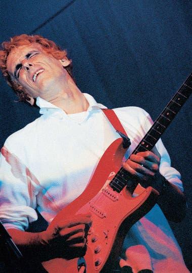 Con Los Socios del Desierto, Spinetta rescató un perfil de guitarrista incisivo que había dejado atrás en Invisible