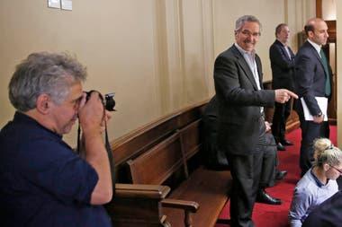 Felipe Solá en el balcón del Senado y un guiño con el fotógrafo Pepe Mateos