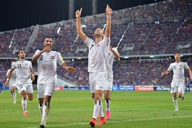 Meram festeja uno de los tres goles que marcó con la selección de Irak