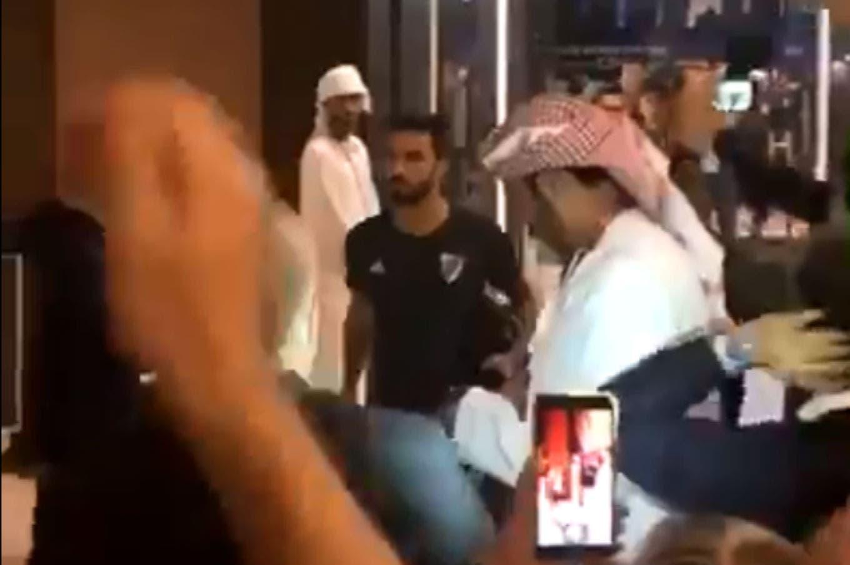 """Los videos del recibimiento a River en el hotel tras la caída ante Al Ain: """"Gracias por ganarle a Boca, por salir campeón"""""""