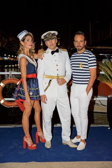 """Por quinto año consecutivo, los disc-jockeys Puli Demaría y Chule Bernardo estuvieron a cargo de la música. Como la """"tripulación"""" organizadora, ellos también se vistieron de marineros."""