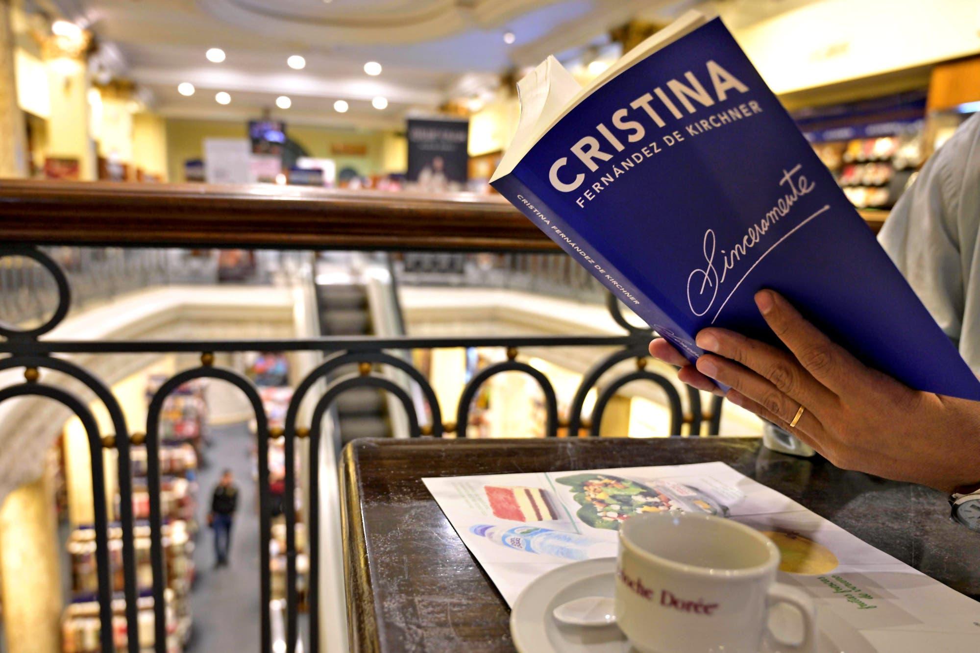 Bonadio busca embargar el dinero recaudado por el libro de Cristina Kirchner