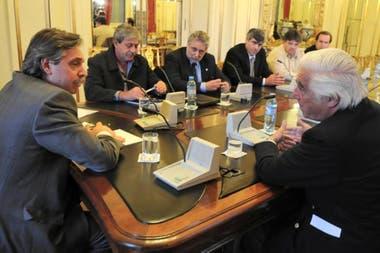 Alberto Fernández en una reunión con la Mesa de Enlace