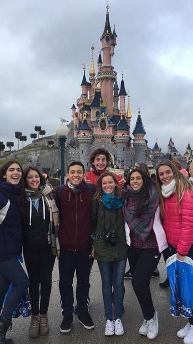 El grupo del Colegio Compañía de María en Disneyland País