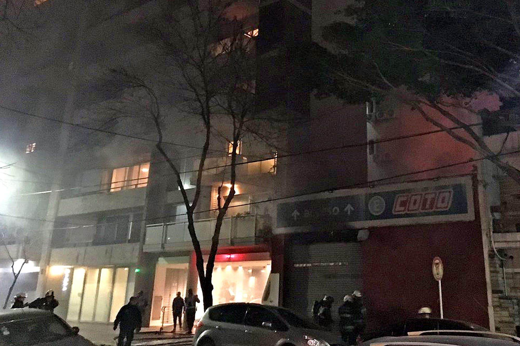 Se incendia el depósito de un supermercado Coto de Núñez
