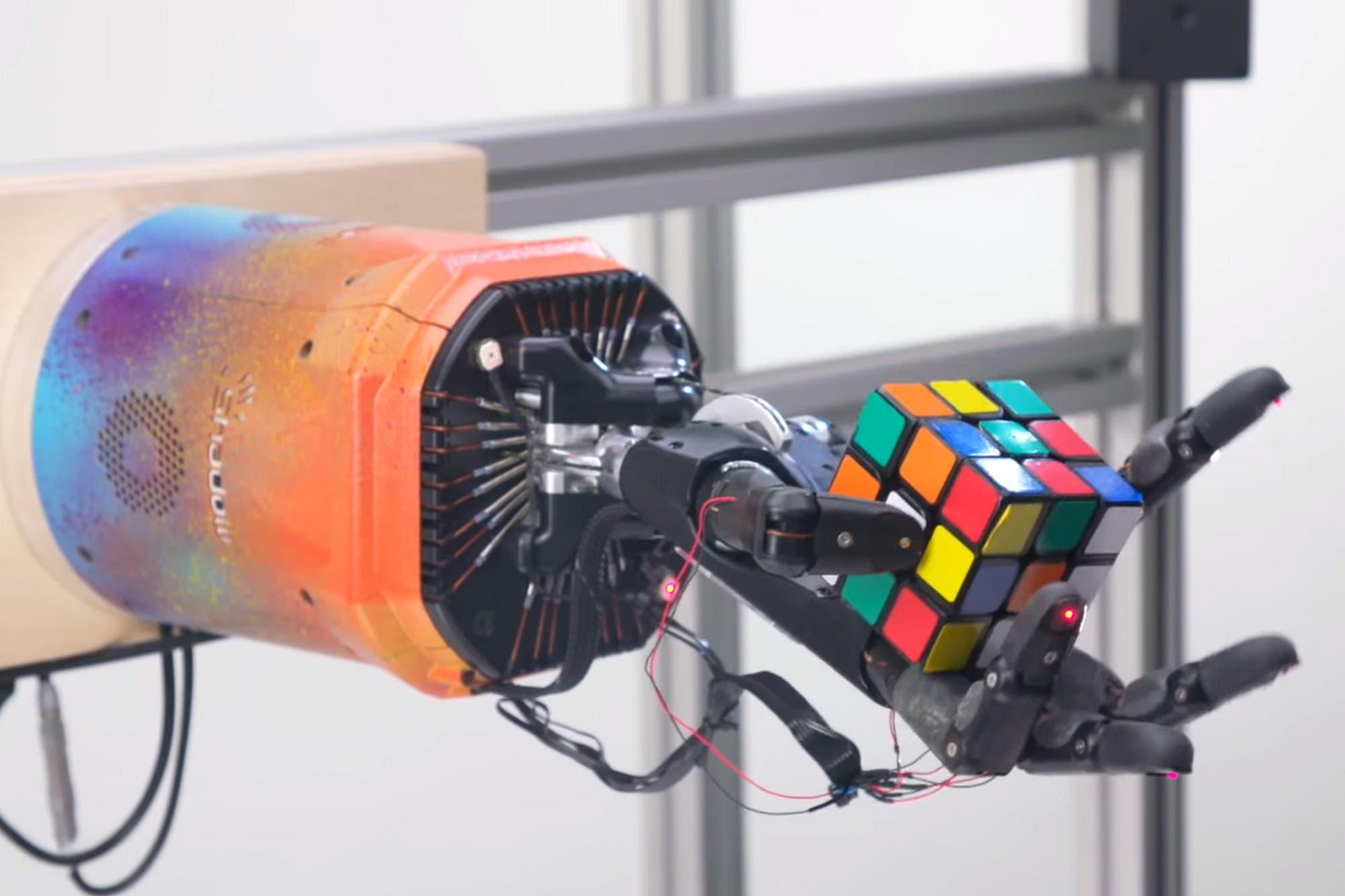 Crean una mano robótica que puede resolver el cubo Rubik en menos de cuatro minutos