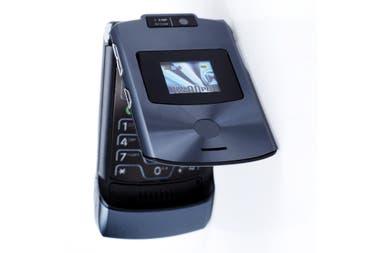 El Motorola Razr v3 tenía dos pantallas: en la externa se podían ver algunas notificaciones, quién llamaba, etcétera