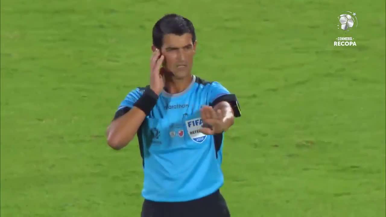 ¿Fue offside? A Flamengo le anularon un gol en la Recopa Sudamericana por un polémico fallo del árbitro que ratificó el VAR