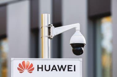 La empresa china Huawei, gran desarrolladora de 5G, es acusada por Estados Unidos de espionaje y robo de propiedad intelectual