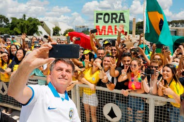 Bolsonaro participó en una reunión multitudinaria en Brasilia pese al consejo de sus médicos de no exponerse