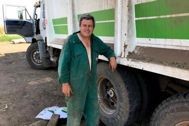 Walter Barneix, con las actividades como contratista forrajero