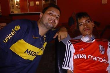 Francisco con su gran amigo Julián, el enfermero con el que viajó a Perú, para la final de la Copa Libertadores 2019