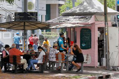 Los restaurantes y bares habían abierto en Tel Aviv el 27 de mayo pasado