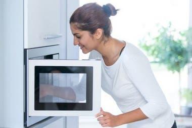 Según Tang, la cocción al microondas moviliza los contaminantes del plástico