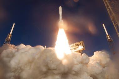 El despegue del rover que debería llegar a Marte el 18 de febrero de 2021; la nave presentó algunos desperfectos unas horas después del despegue
