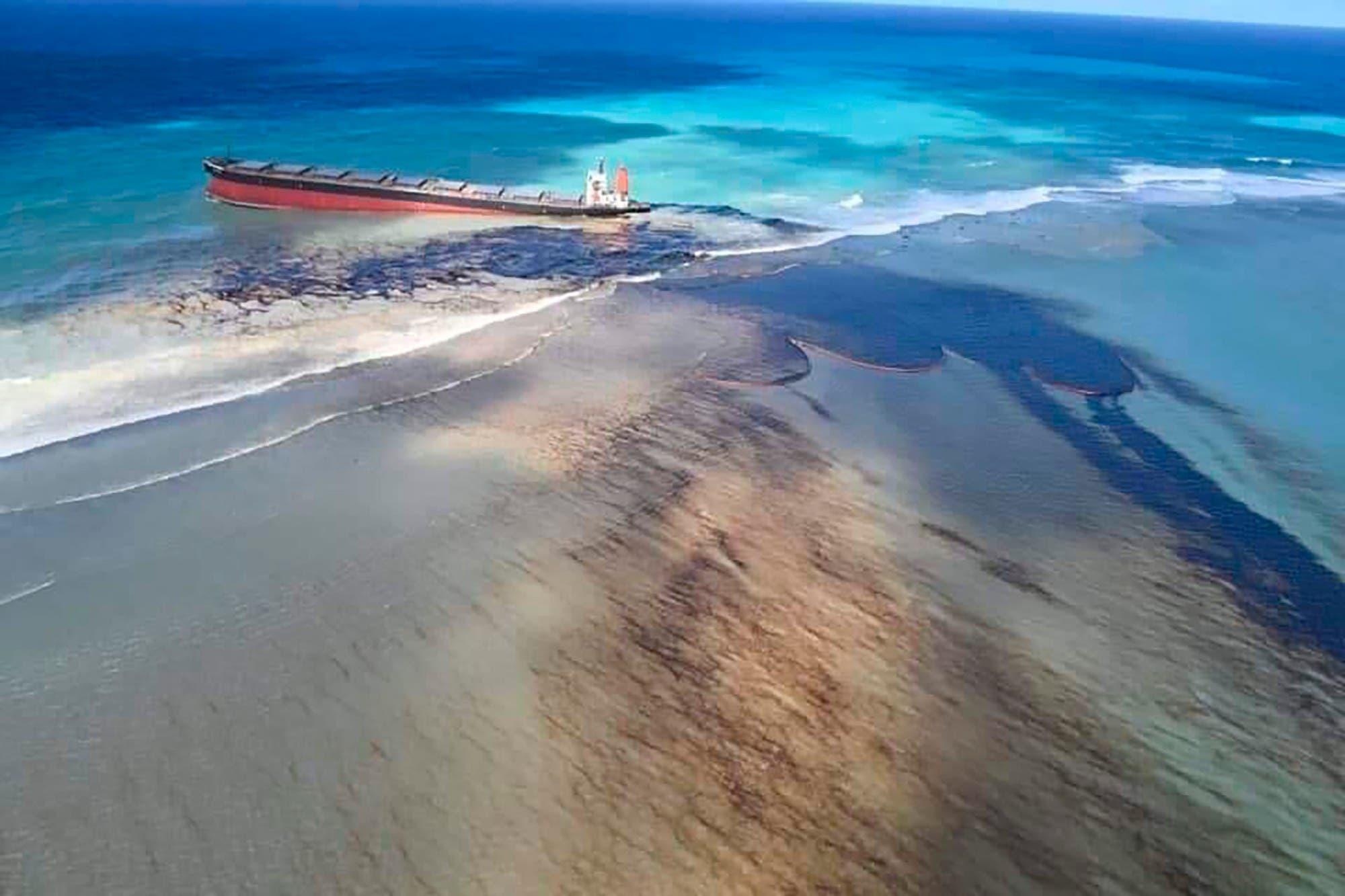 Desastre en el paraíso: un derrame petrolero pone en emergencia a la isla Mauricio