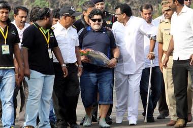 Maradona en una visita a La India, en octubre de 2012