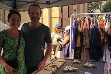 Katie y Sebastián comenzaron a vender en la feria de Villas Las Rosas.