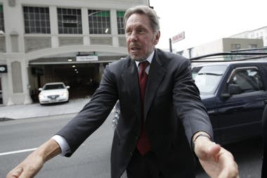 Larry Ellison, CEO de Oracle, al ingresar a los tribunales de San Francisco