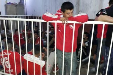 Los hinchas del Rojo detenidos por la policía