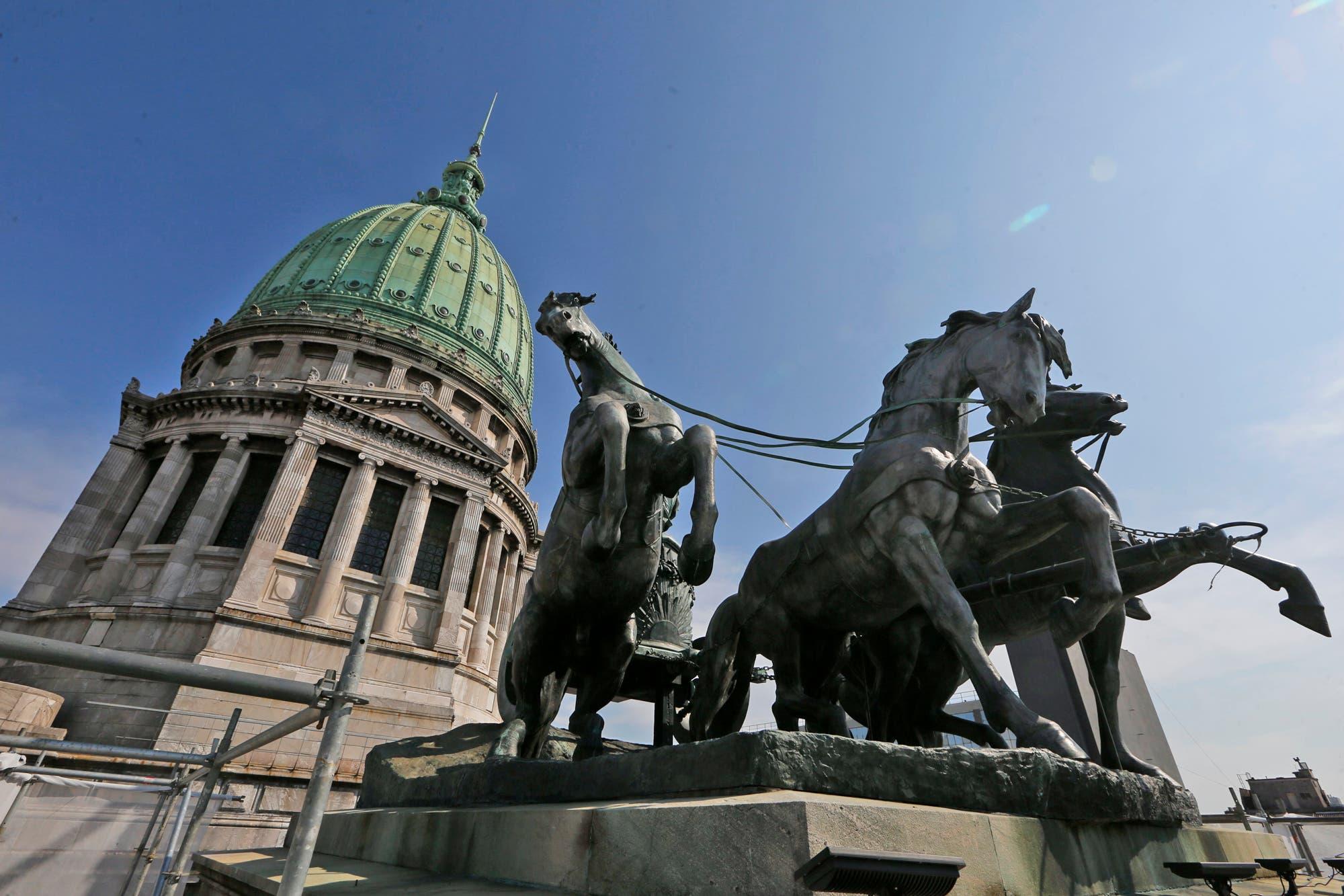El Gobierno envió al Congreso un proyecto de ley que reduce las jubilaciones de jueces y diplomáticos