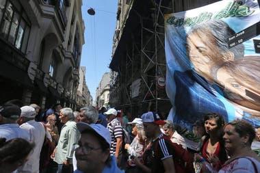 Banderas con Néstor y Cristina