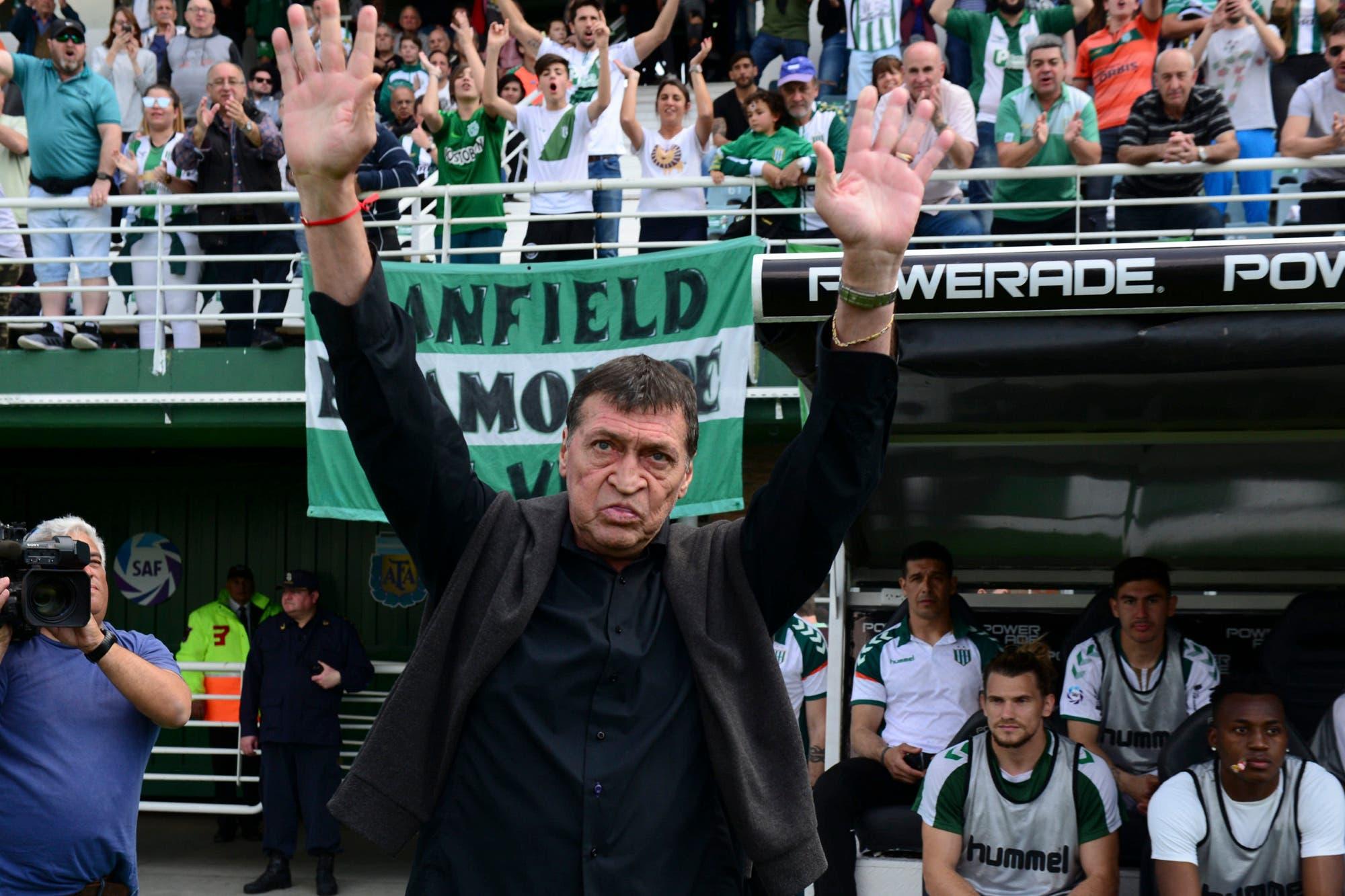 Julio Falcioni no seguirá como entrenador de Banfield, anunció a su sucesor y licenció a los futbolistas
