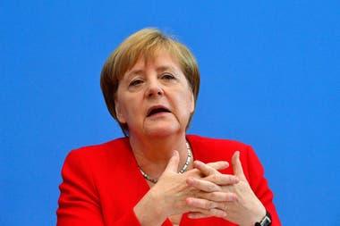 Angela Merkel por haber tenido contacto con una persona que dio positivo de coronavirus; mientras tanto, el parlamento aprobó un millonario plan de rescate para la economía alemana