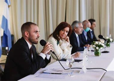Martín Guzmán, Cristina Kirchner y Alberto Fernández; la vicepresidente le dio su apoyo al ministro