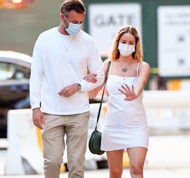 Jennifer y su marido caminaron juntos por las calles de Nueva York
