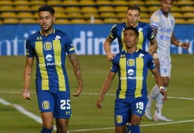 """El Rosario Central de Cristian """"Kily"""" González tuvo un buen comienzo en el certamen: 2-1 a Godoy Cruz."""