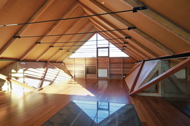 En Australia, la empresa Ortech fabrica desde 1985 paneles para casas, aeropuertos, estadios deportivos e industrias