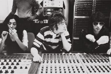 En estudio, con Yoko Ono y John Lennon