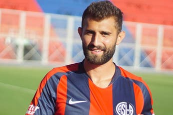 El lateral que iba a ser de selección, perdió el rumbo y ahora llegó a San Lorenzo