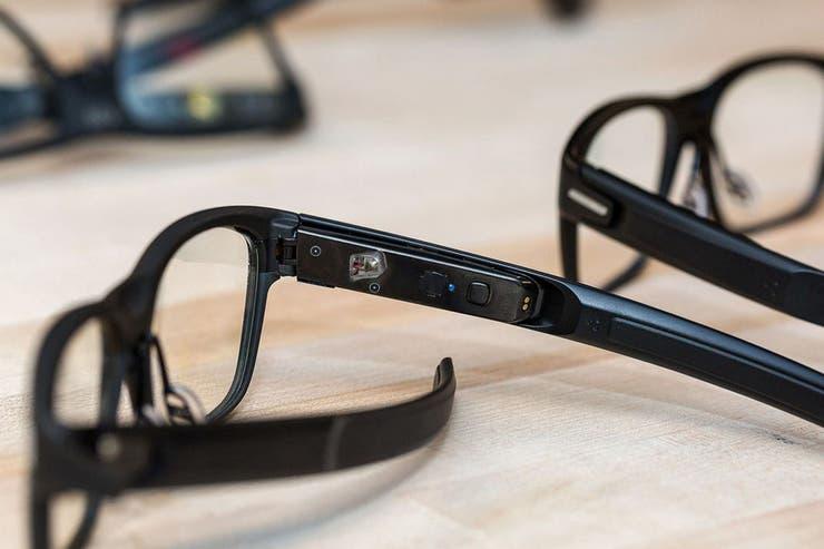 Los anteojos de Intel utilizan un laser de baja intensidad para reflejar las notificaciones sobre el cristal de las gafas