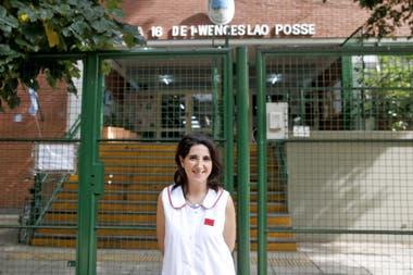 La docente Florencia Toyos está orgullosa de los recursos de la escuela N° 16, de Palermo