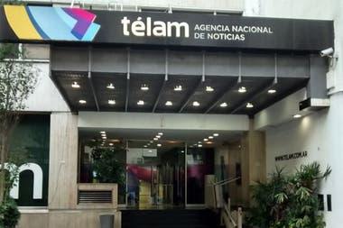 La agencia de noticias Télam anunció el desplazamiento de más de 350 trabajadores