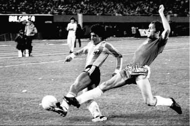 Los primeros tiempos de Maradona en la selección: un amistoso contra Bulgaria
